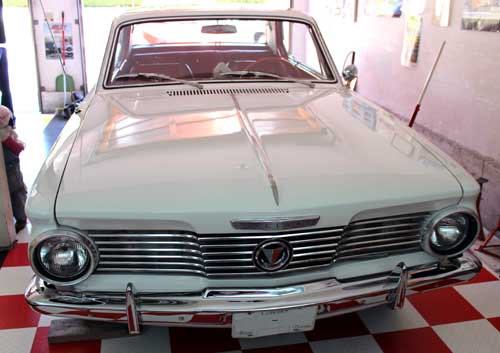 64 valiant signet 200 victor front